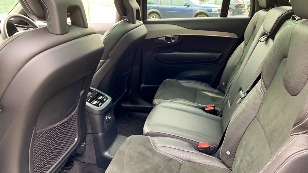 Volvo XC90 2.0 T8 Hybrid R Design Auto W. Sensus Navigation, Rear Park Assist & Cruise Control image 10