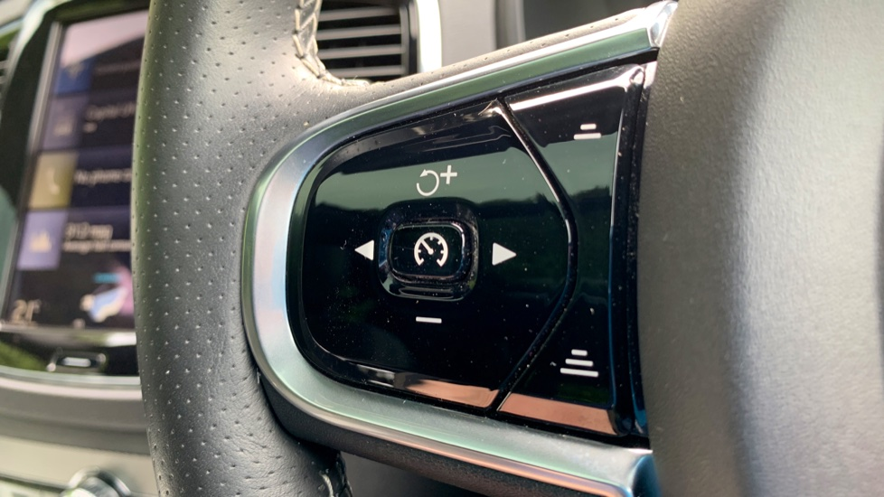 Volvo XC90 2.0 T8 Hybrid R Design Auto W. Sensus Navigation, Rear Park Assist & Cruise Control image 12