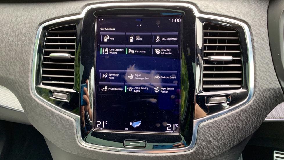Volvo XC90 2.0 T8 Hybrid R Design Auto W. Sensus Navigation, Rear Park Assist & Cruise Control image 19