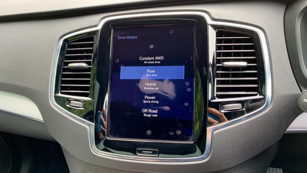 Volvo XC90 2.0 T8 Hybrid R Design Auto W. Sensus Navigation, Rear Park Assist & Cruise Control image 21