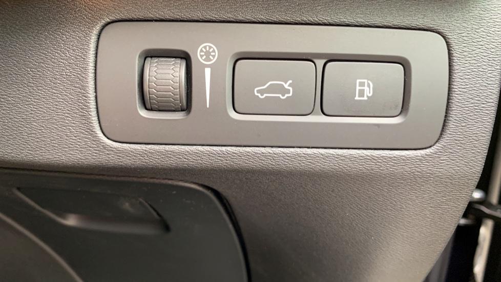 Volvo XC90 2.0 T8 Hybrid R Design Auto W. Sensus Navigation, Rear Park Assist & Cruise Control image 24