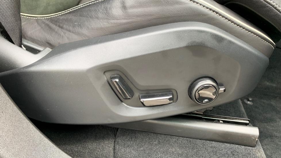 Volvo XC90 2.0 T8 Hybrid R Design Auto W. Sensus Navigation, Rear Park Assist & Cruise Control image 25