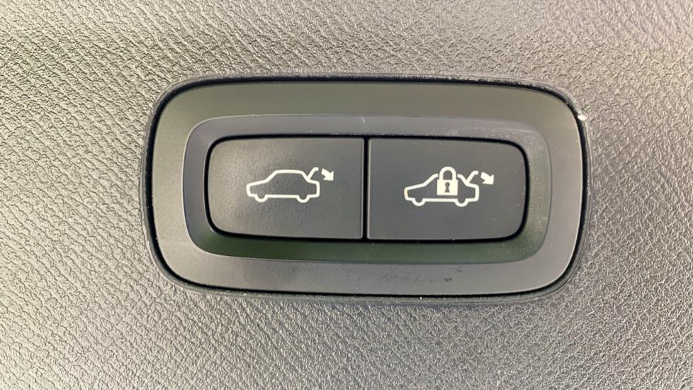Volvo XC90 2.0 T8 Hybrid R Design Auto W. Sensus Navigation, Rear Park Assist & Cruise Control image 26