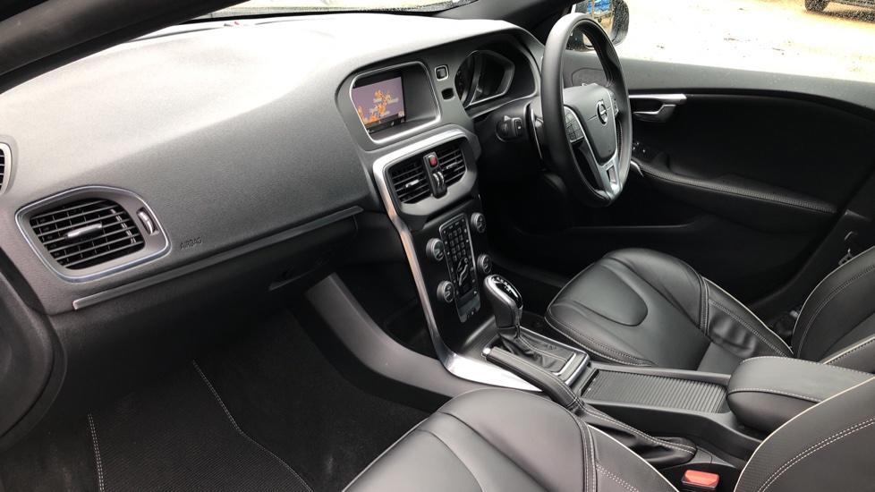 Volvo V40 T3 R Design Edition Auto, Nav, Active Bending Headlights, F & R Sensors & Rear Camera, DAB Radio image 8