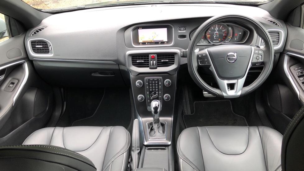 Volvo V40 T3 R Design Edition Auto, Nav, Active Bending Headlights, F & R Sensors & Rear Camera, DAB Radio image 7