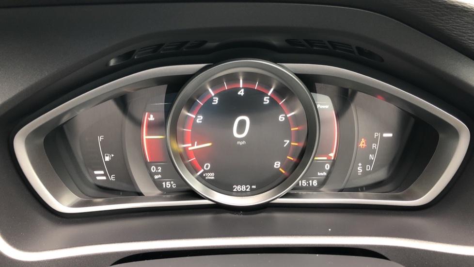 Volvo V40 T3 R Design Edition Auto, Nav, Active Bending Headlights, F & R Sensors & Rear Camera, DAB Radio image 9