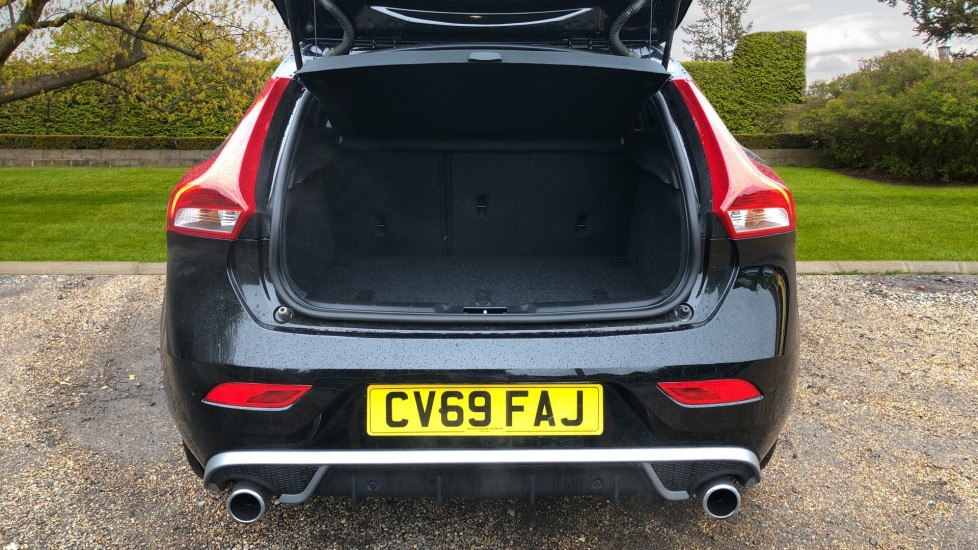 Volvo V40 T3 R Design Edition Auto, Nav, Active Bending Headlights, F & R Sensors & Rear Camera, DAB Radio image 13
