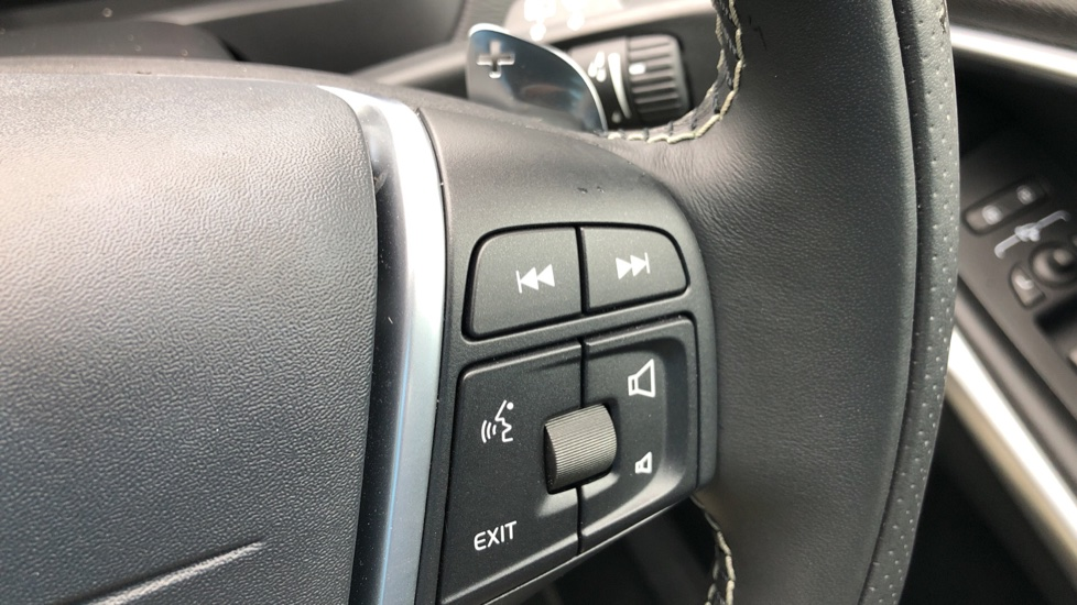 Volvo V40 T3 R Design Edition Auto, Nav, Active Bending Headlights, F & R Sensors & Rear Camera, DAB Radio image 17