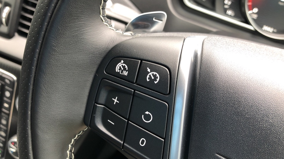 Volvo V40 T3 R Design Edition Auto, Nav, Active Bending Headlights, F & R Sensors & Rear Camera, DAB Radio image 16