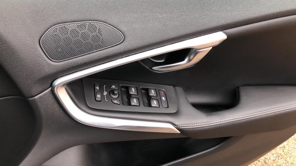 Volvo V40 T3 R Design Edition Auto, Nav, Active Bending Headlights, F & R Sensors & Rear Camera, DAB Radio image 19