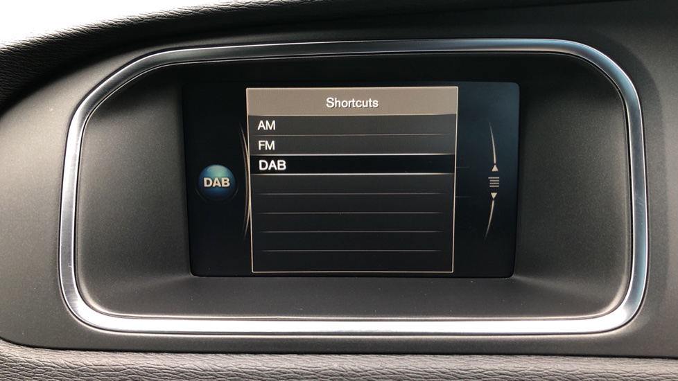 Volvo V40 T3 R Design Edition Auto, Nav, Active Bending Headlights, F & R Sensors & Rear Camera, DAB Radio image 23
