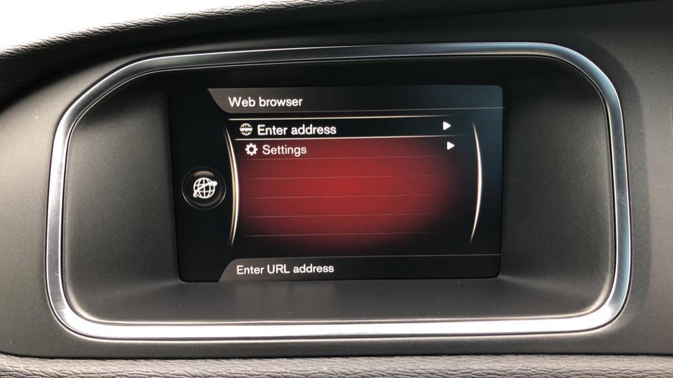 Volvo V40 T3 R Design Edition Auto, Nav, Active Bending Headlights, F & R Sensors & Rear Camera, DAB Radio image 25