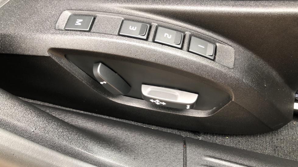 Volvo V40 T3 R Design Edition Auto, Nav, Active Bending Headlights, F & R Sensors & Rear Camera, DAB Radio image 10