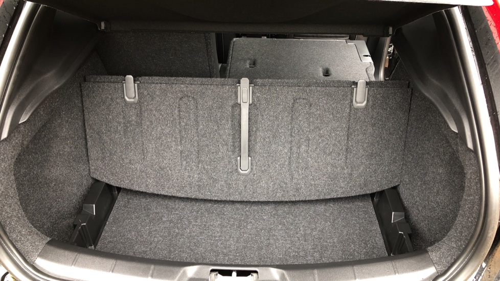 Volvo V40 T3 R Design Edition Auto, Nav, Active Bending Headlights, F & R Sensors & Rear Camera, DAB Radio image 15