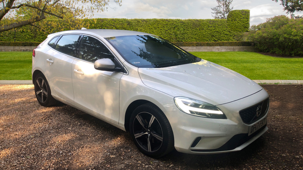 Volvo V40 T2 R Design Manual With. DAB Radio, High Performance Sound & 17 Inch Alloys 2.0 5 door Hatchback (2017) image