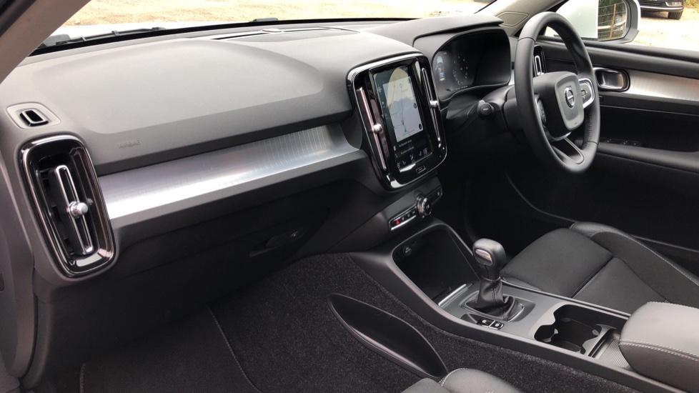 Volvo XC40 D3 Momentum Pro Manual, Rr.Sensors & Camera, Tempa Spare, Active Bend Lights, Heated Screen image 15