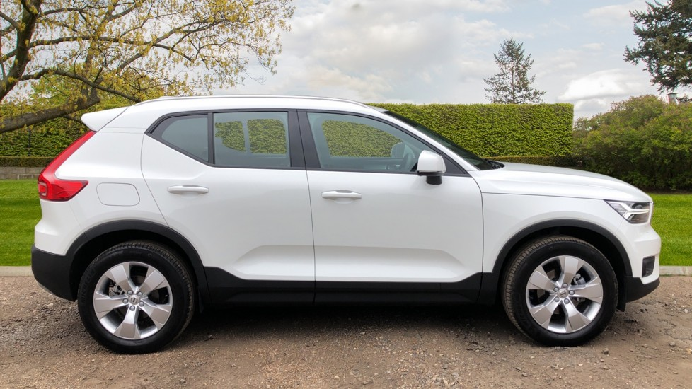 Volvo XC40 D3 Momentum Pro Manual, Rr.Sensors & Camera, Tempa Spare, Active Bend Lights, Heated Screen image 3