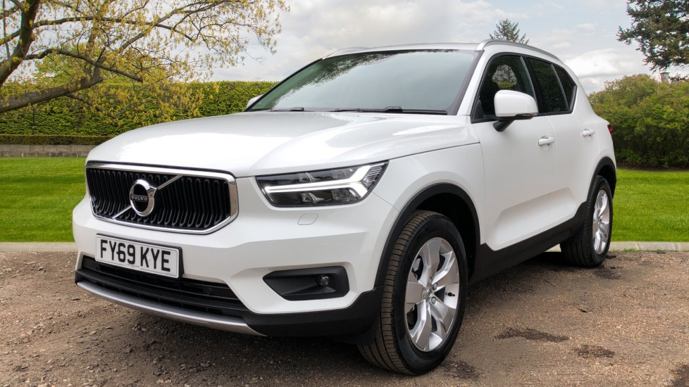 Volvo XC40 D3 Momentum Pro Manual, Rr.Sensors & Camera, Tempa Spare, Active Bend Lights, Heated Screen image 4
