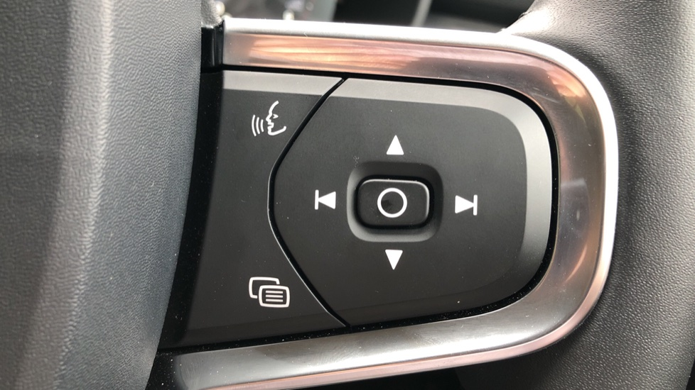 Volvo XC40 D3 Momentum Pro Manual, Rr.Sensors & Camera, Tempa Spare, Active Bend Lights, Heated Screen image 20