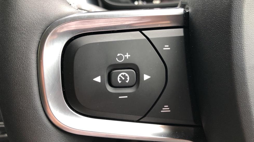 Volvo XC40 D3 Momentum Pro Manual, Rr.Sensors & Camera, Tempa Spare, Active Bend Lights, Heated Screen image 19