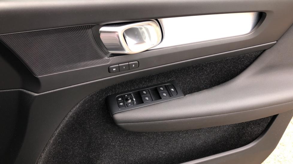 Volvo XC40 D3 Momentum Pro Manual, Rr.Sensors & Camera, Tempa Spare, Active Bend Lights, Heated Screen image 21