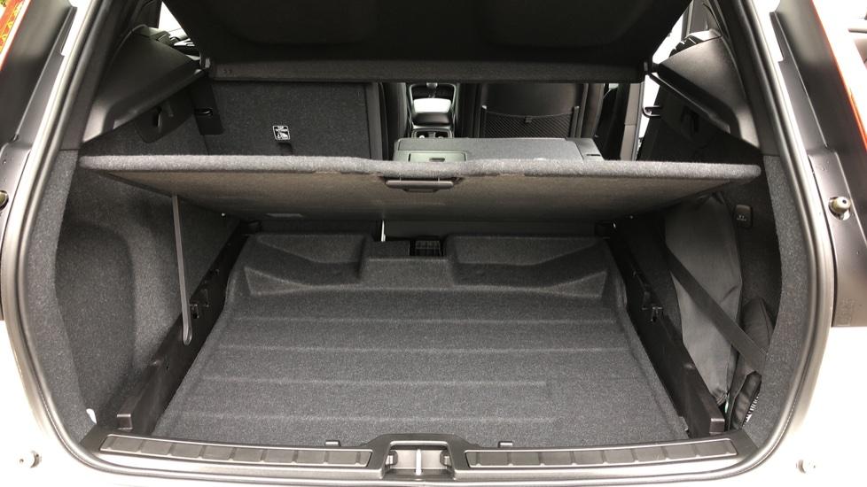 Volvo XC40 D3 Momentum Pro Manual, Rr.Sensors & Camera, Tempa Spare, Active Bend Lights, Heated Screen image 11