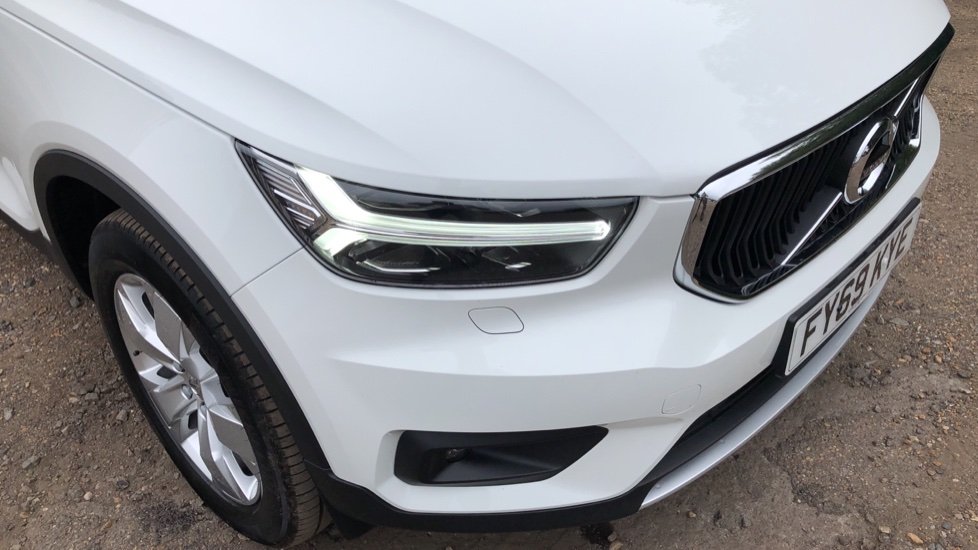 Volvo XC40 D3 Momentum Pro Manual, Rr.Sensors & Camera, Tempa Spare, Active Bend Lights, Heated Screen image 18