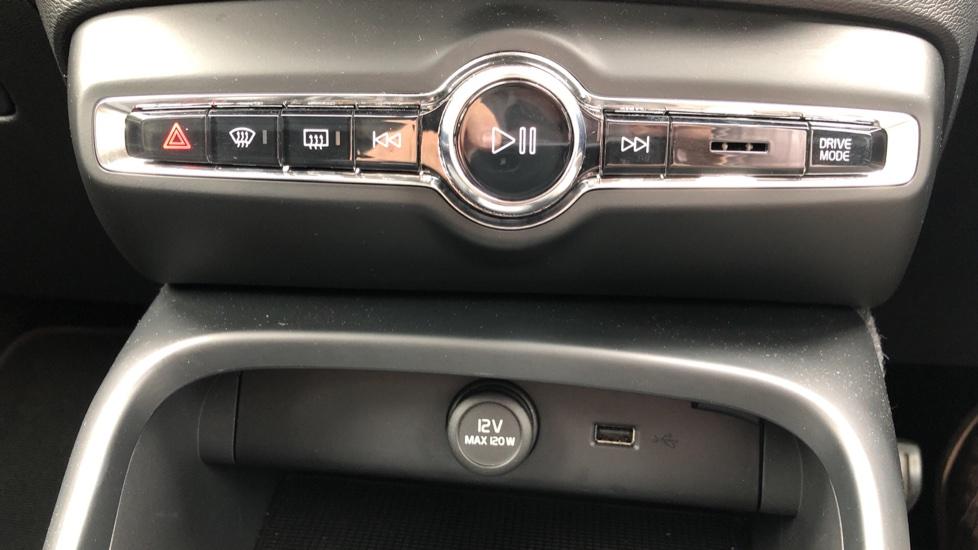 Volvo XC40 D3 Momentum Pro Manual, Rr.Sensors & Camera, Tempa Spare, Active Bend Lights, Heated Screen image 24