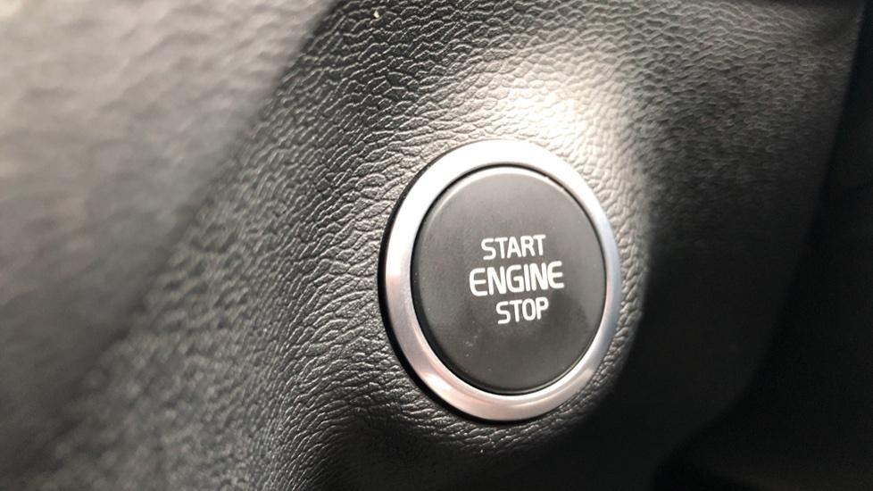 Volvo XC40 D3 Momentum Pro Manual, Rr.Sensors & Camera, Tempa Spare, Active Bend Lights, Heated Screen image 25