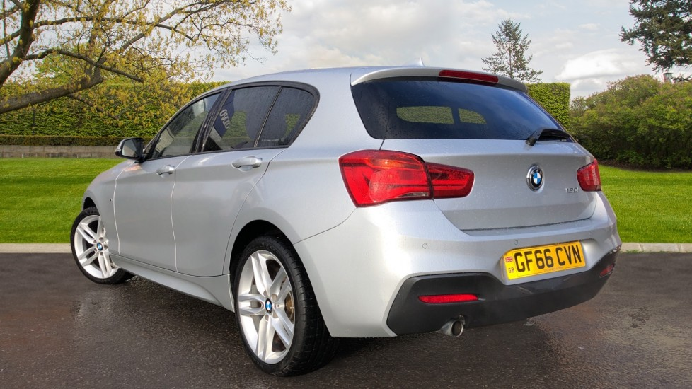 BMW 1 Series 120i M Sport 5dr Auto, Nav, Keyless Drive, DAB Radio, Extended Lighting Package, Heated Seats image 5