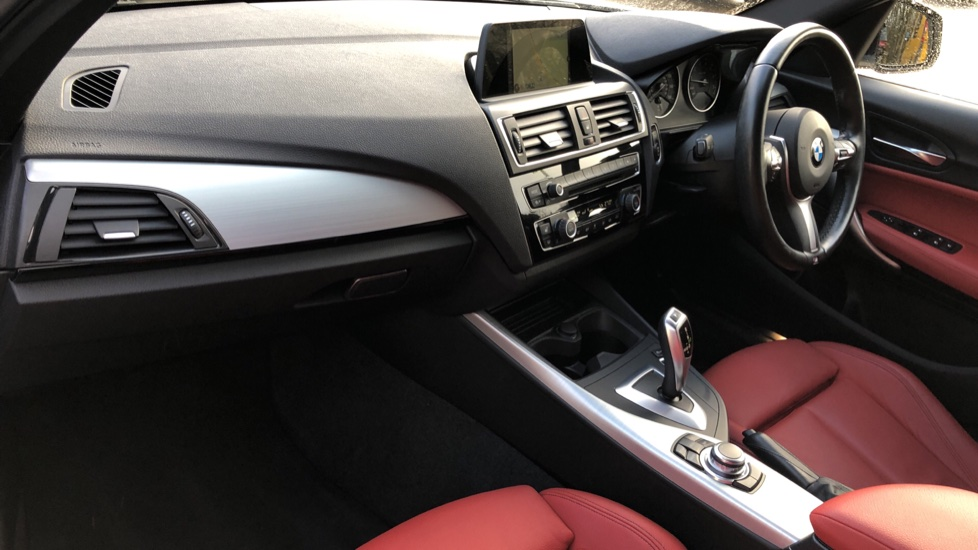 BMW 1 Series 120i M Sport 5dr Auto, Nav, Keyless Drive, DAB Radio, Extended Lighting Package, Heated Seats image 8
