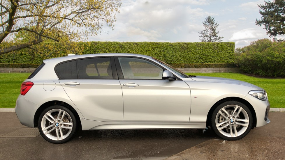 BMW 1 Series 120i M Sport 5dr Auto, Nav, Keyless Drive, DAB Radio, Extended Lighting Package, Heated Seats image 3
