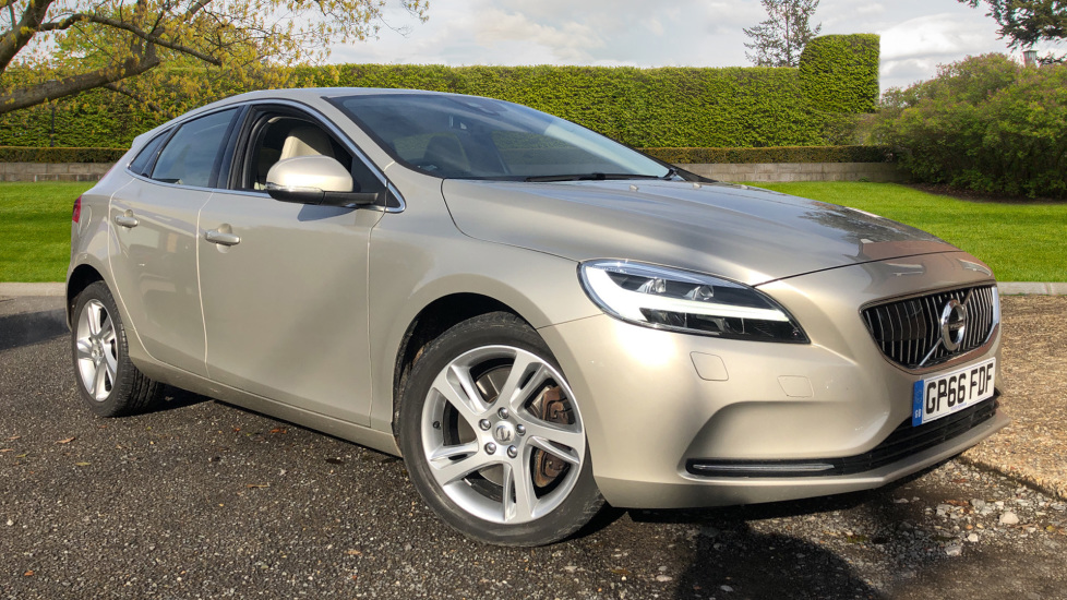 Volvo V40 T3 Inscription Auto, Nav, Winter Pk, Heated Screen, DAB Radio, 17 Inch Alloy Wheels 1.5 Automatic 5 door Hatchback (2016) image