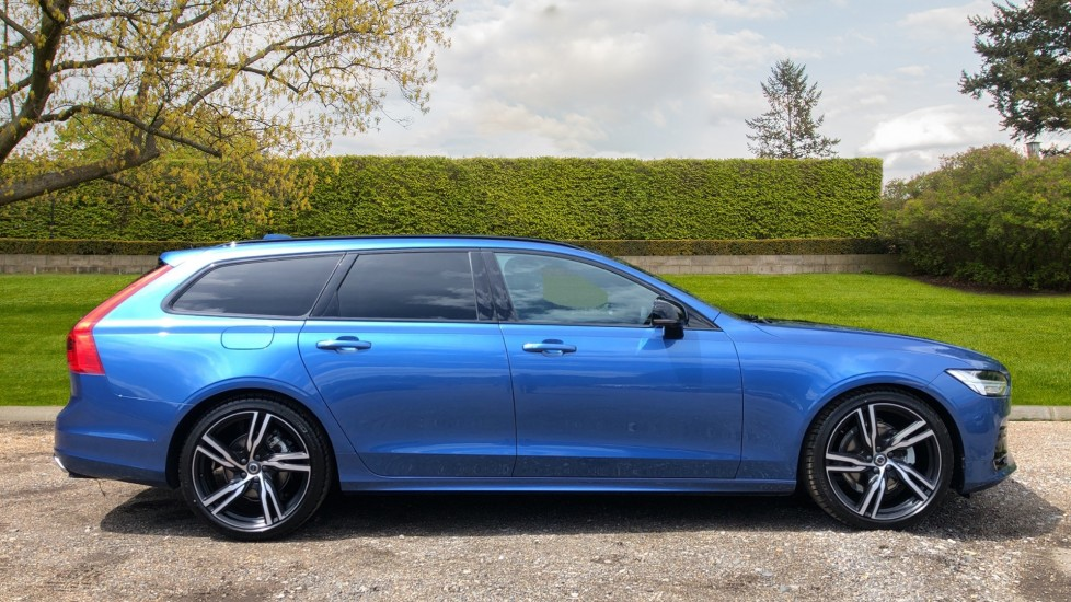 Volvo V90 T4 R Design Plus AT, Winter Pk, 360 Cam, IntelliSurround with BLIS, 20in Alloys, 3 Pin Socket image 2