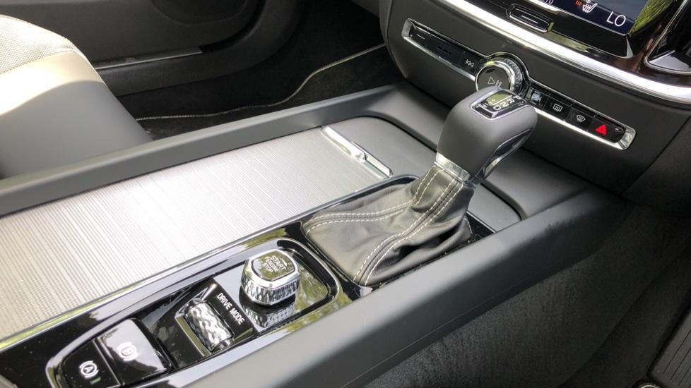 Volvo S60 T5 R Design Plus AT, Xenium, Winter & Convenience Pks, BLIS, 19in Alloys, Auto Dimming Mirrors image 27