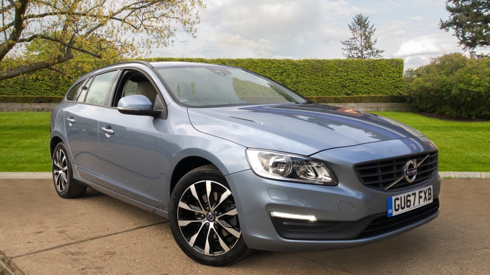 Volvo V60 T4 Business Edition Lux Auto, Sunroof, Winter Pack, Rear Camera, 17 Inch Alloys 2.0 Automatic 5 door Estate (2017)