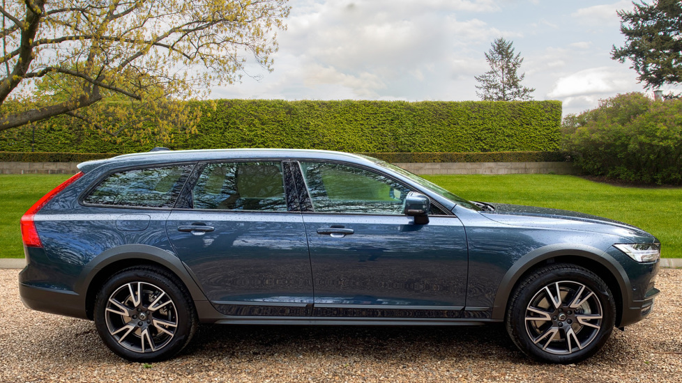 Volvo V90 2.0 D4 Cross Country Pro AWD Auto W. Xenium Pack, Smartphone Integration & BLIS image 4