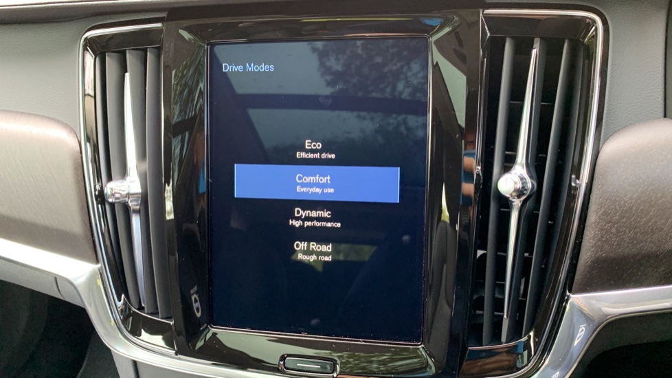 Volvo V90 2.0 D4 Cross Country Pro AWD Auto W. Xenium Pack, Smartphone Integration & BLIS image 24