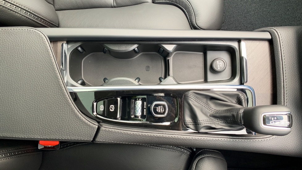 Volvo V90 2.0 D4 Cross Country Pro AWD Auto W. Xenium Pack, Smartphone Integration & BLIS image 25