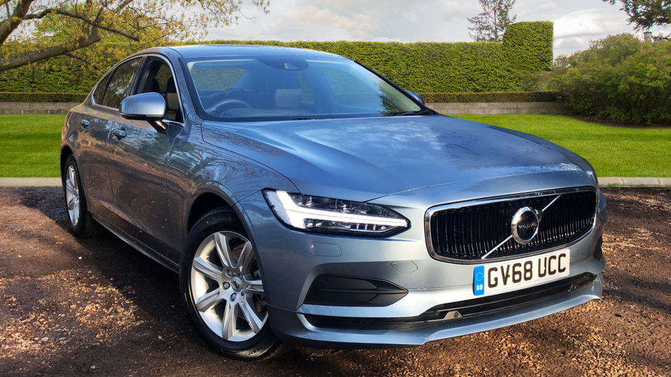 Volvo S90 2.0 D4 Momentum Auto With. Winter Pack, Front and Rear Park Assist & Nav Diesel Automatic 5 door Saloon (2018) image