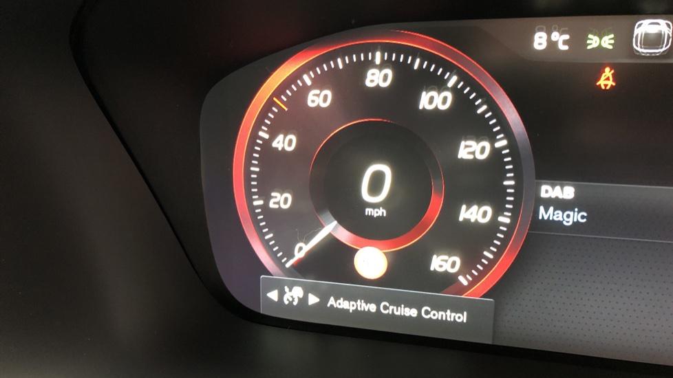 Volvo XC90 B5D Mild Hybrid R Design AWD AT, Xenium & Winter Pks, Htd Screen, 360Cam, PanoRoof, BLIS image 14