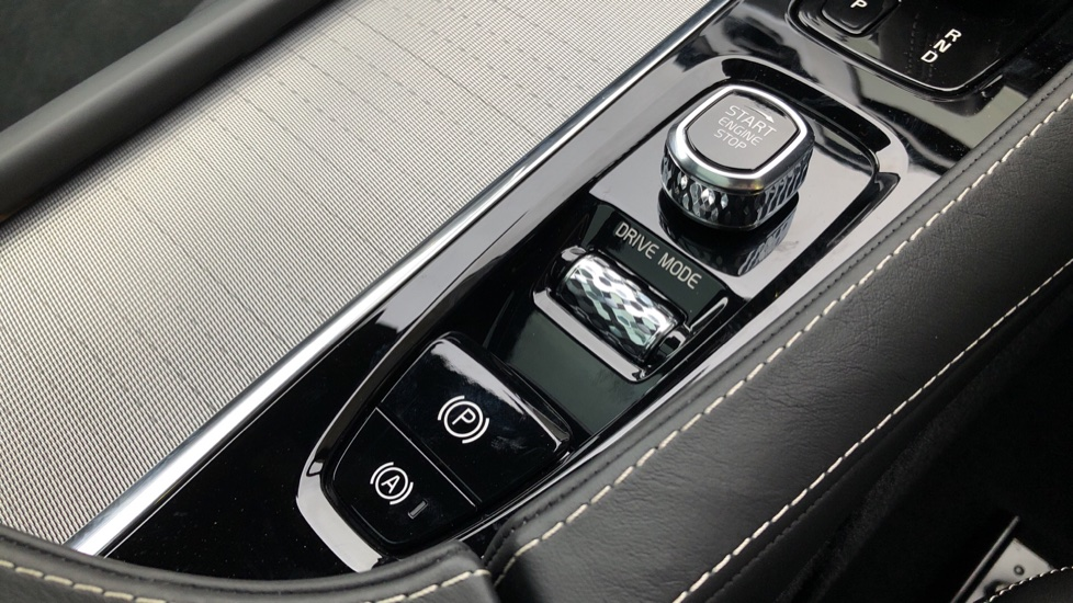 Volvo XC90 B5D Mild Hybrid R Design AWD AT, Xenium & Winter Pks, Htd Screen, 360Cam, PanoRoof, BLIS image 27