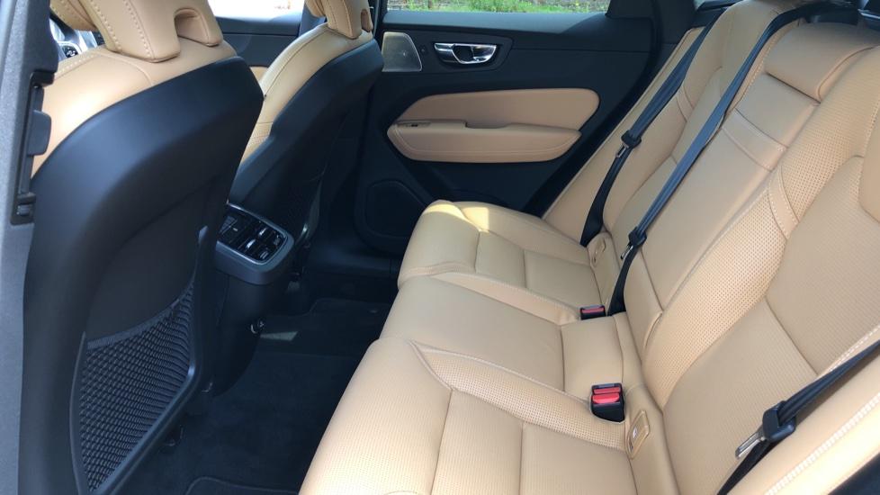 Volvo XC60 B4D Mild Hybrid Inscription Pro AWD AT, IntelliPro & Xenium Pks, B & W Audio, 22 Inch Alloys image 19