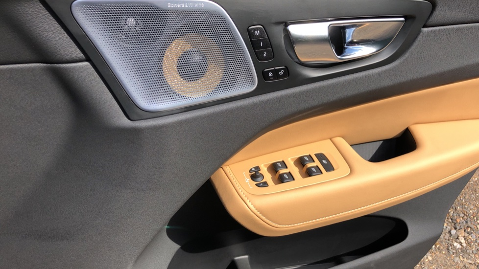 Volvo XC60 B4D Mild Hybrid Inscription Pro AWD AT, IntelliPro & Xenium Pks, B & W Audio, 22 Inch Alloys image 37
