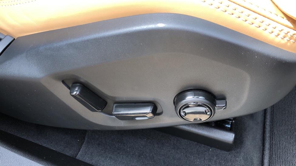 Volvo XC60 B4D Mild Hybrid Inscription Pro AWD AT, IntelliPro & Xenium Pks, B & W Audio, 22 Inch Alloys image 23