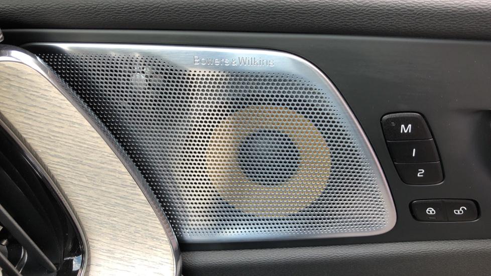 Volvo XC60 B4D Mild Hybrid Inscription Pro AWD AT, IntelliPro & Xenium Pks, B & W Audio, 22 Inch Alloys image 8