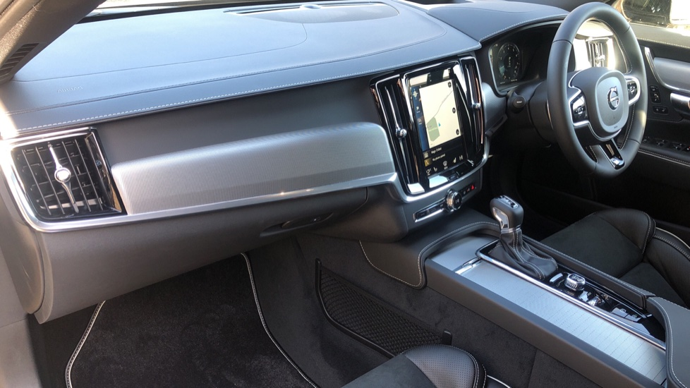 Volvo V90 T4 R Design Plus Auto, Winter Pack, Head Up Display, Active Bend Lights, 360 Camera, BLIS image 16
