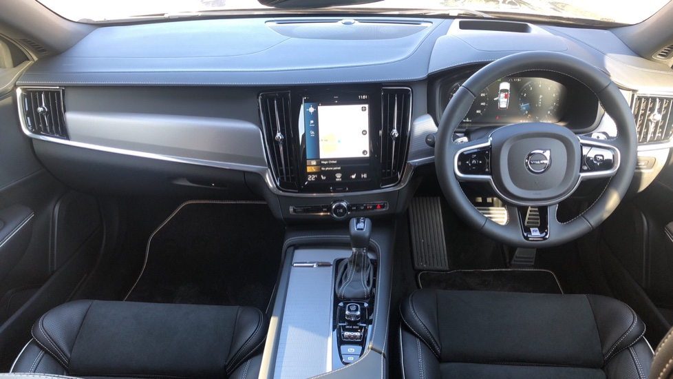 Volvo V90 T4 R Design Plus Auto, Winter Pack, Head Up Display, Active Bend Lights, 360 Camera, BLIS image 18