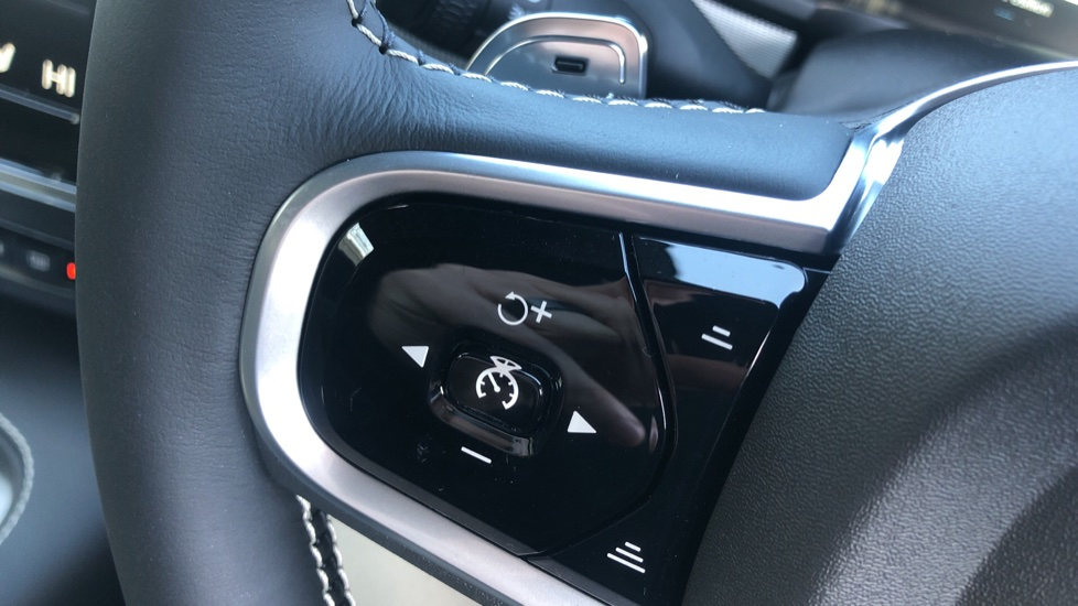 Volvo V90 T4 R Design Plus Auto, Winter Pack, Head Up Display, Active Bend Lights, 360 Camera, BLIS image 20
