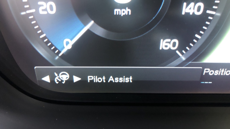 Volvo V90 T4 R Design Plus Auto, Winter Pack, Head Up Display, Active Bend Lights, 360 Camera, BLIS image 13